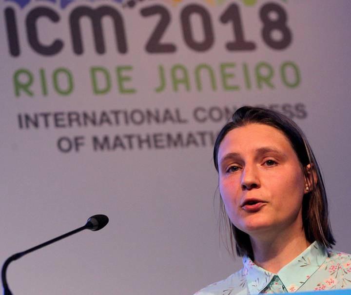 Maryna Viazovska durante su charla en el ICM.